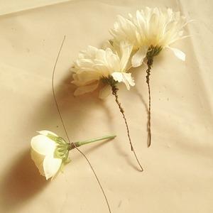 造花をまきまき
