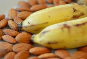 アーモンドとバナナ