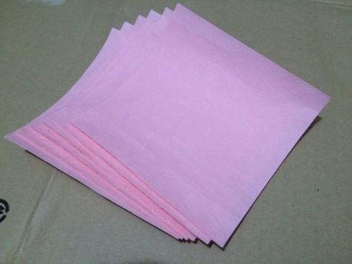 和紙を正方形に切ったところ