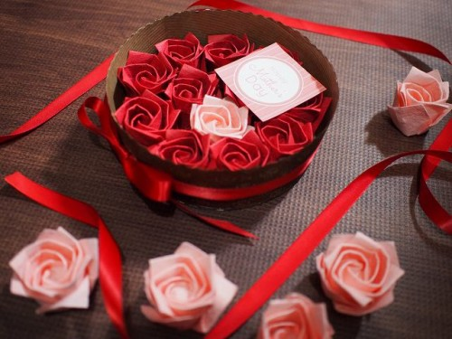 324円のバラの折り紙ケーキギフトボックス