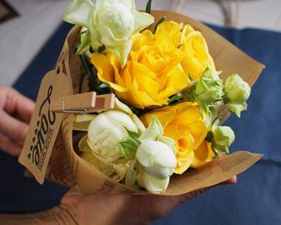 黄色と白のバラで